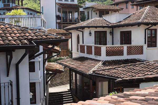 The Costa Rican Architectural Tradition in Las Catalinas
